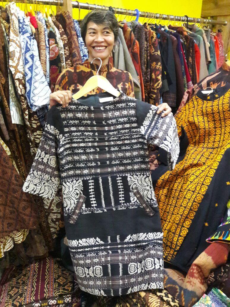 JAKARTA-Pusat Belanja Thamrin City Jakarta terus mendukung kehadiran UKM  kerajinan tenun ikat dari berbagai penjuru Nusantara. Usaha tenun ikat  tidak hanya ... 5ca5b25deb