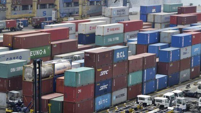 Neraca perdagangan Indonesia pada Januari-Agustus 2021 secara keseluruhan mencatat surplus 19,17 miliar dolar AS, jauh lebih tinggi dibandingkan dengan capaian pada periode yang sama tahun 2020 sebesar 10,96 miliar dolar AS