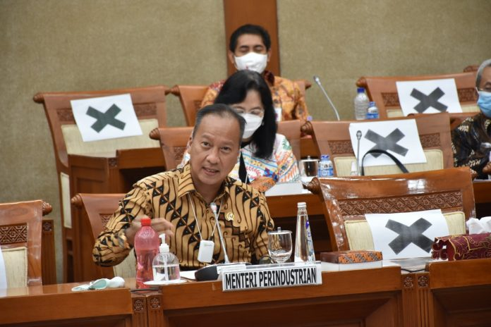 Industri batik, yang merupakan bagian dari industri tesktil, juga menjadi salah satu sektor andalan dalam implementasi peta jalan terintegrasi Making Indonesia 4.0