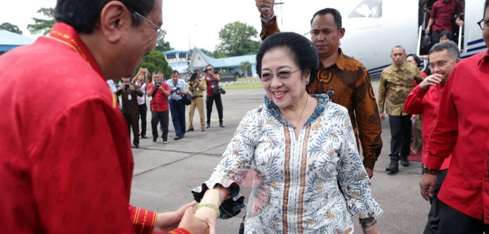 memastikan seluruh kader Partai selalu siap menghadapi serangan firnah dan hoaks yang ditujukan ke Partai dan Ibu Megawati Soekarnoputri dengan penuh kesabaran, keyakinan dan tidak akan menggoyahkan karakter berpolitik Partai yang mengedepankan nilai-nilai ketuhanan, kemanusiaan, kebangsaan, musyawarah dan keadilan sosial