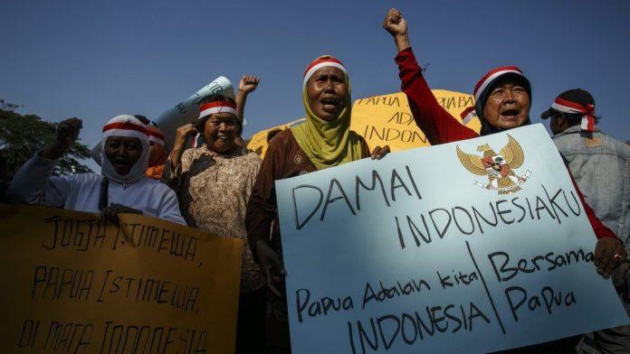 pertikaian senjata antara TPN OPM dengan aparat penegak hukum Indonesia memang masih debatable apakah masuk dalam kategori hukum humaniter internasional.