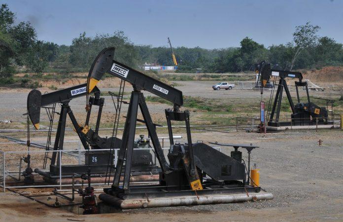 Lonjakan harga ini menyusul terganggunya pasokan minyak dunia sehingga mempengaruhi peningkatan harga minyak di pasar internasiona