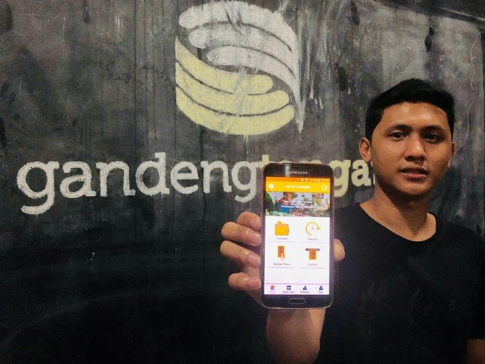Dalam surat keputusan OJK dengan nomor KEP-89/D.05/2021 disebutkan bahwa PT Kreasi Anak Indonesia yang menaungi GandengTangan mendapat izin usaha perusahaan penyelenggara layanan pinjam-meminjam berbasis teknologi informasi.